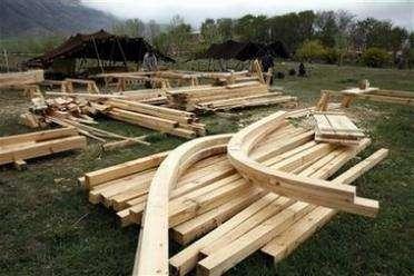 Активисты Гринписа строят Ноев ковчег