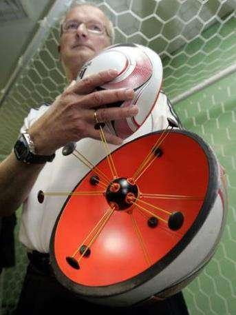 FIFA тестирует электронный мяч
