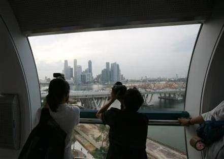 В Сингапуре появилось самое большое колесо обозрения