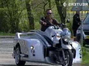 В Британии создали мотоцикл для инвалидной коляски