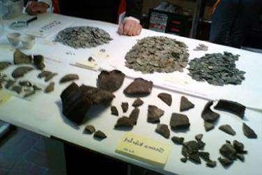 Мальчик нашел несколько тысяч монет XIII века