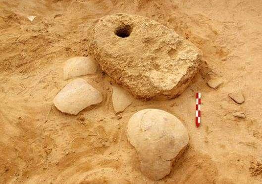 Каменный якорь и посуда, оставленные египетскими мореплавателями