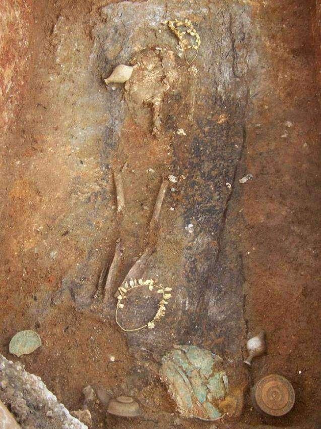 Древнее захоронение с золотыми венками