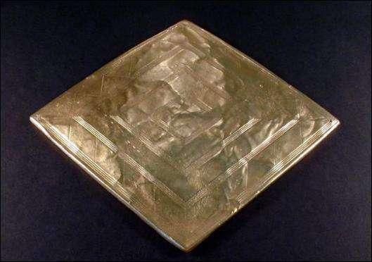 Археологи нашли древнюю копию золотого амулета из Стоунхенджа