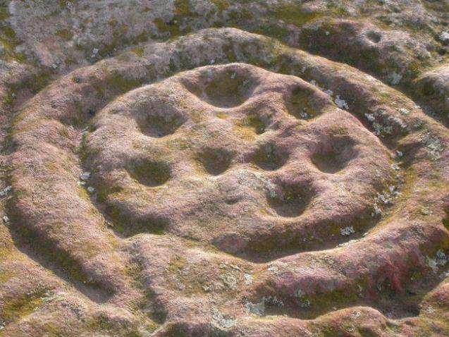В Англии найдены наскальные рисунки в форме кругов