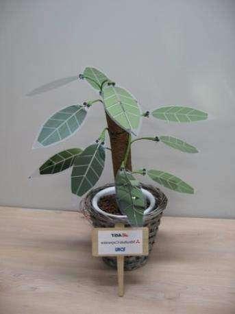 дерево из органических солнечных батарей